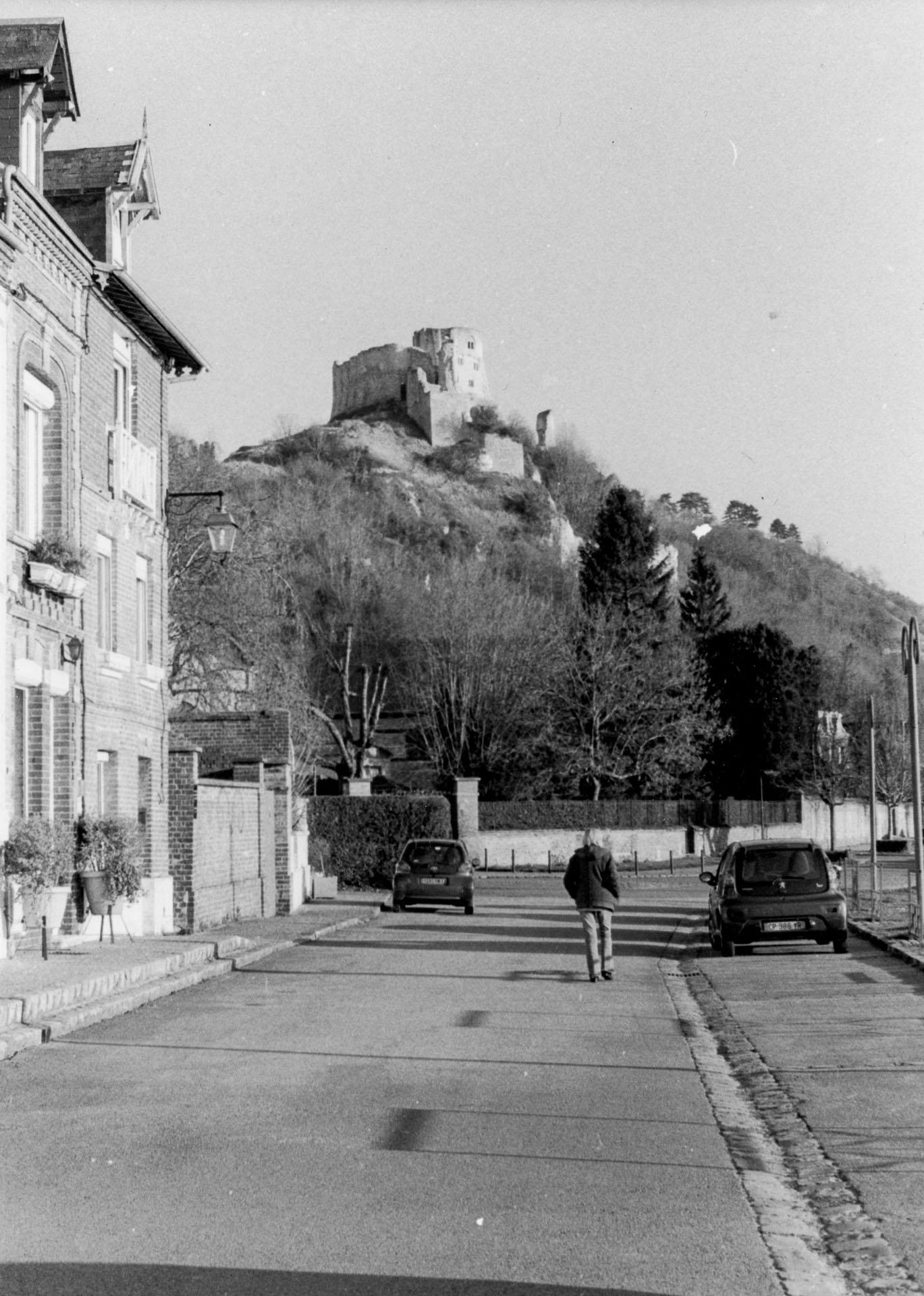 Les Andelys avec le chateau Gaillard dans le fond - Pentax MX + 50mm f1.7